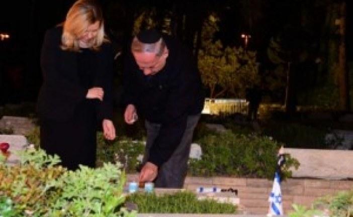 Avant Yom Hazikaron: Netanyahu est venu sur la tombe de son frère tué lors de l'opération « Entebbe »