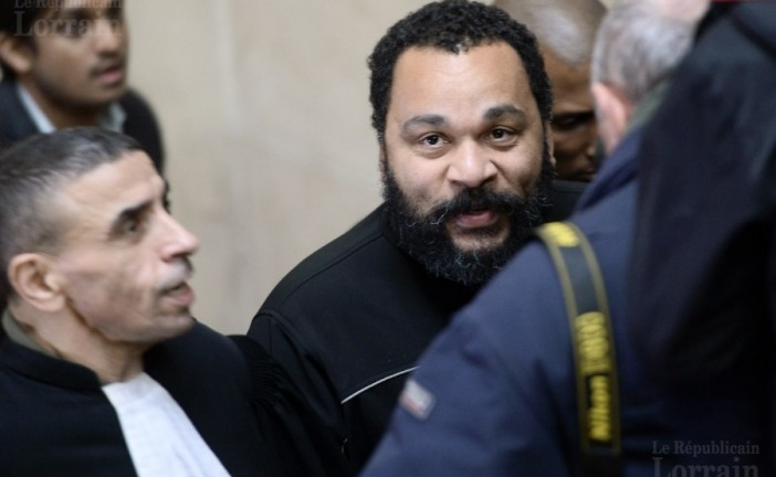 La justice laisse Dieudonné à la porte de la salle de Saint-Denis dont il avait été expulsé