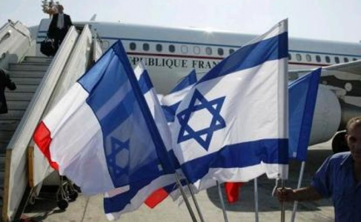 la France a décidé d'apposer sur les passeports des résidents français en Israël la mention « Israël/ Territoires palestiniens » comme lieu de résidence.