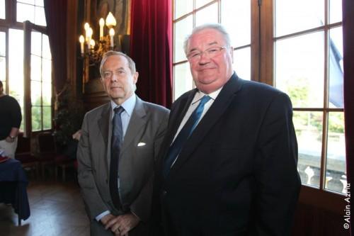 Roger Madec Ancien Maire du  19 eme avec Daniel Vaillant (Paris) député