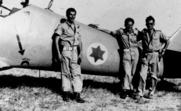 Durant la guerre  de l'indépendance , un pilote de chasse issue de US AIR FORCE arrete les colonnes Egyptiennes