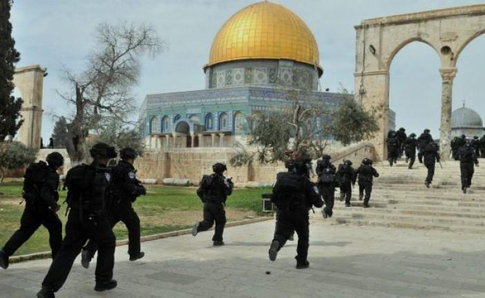 Mont du Temple: Affrontements entre policiers et arabes palestiniens.