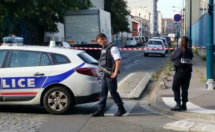 Pantin : un policier blessé, deux suspects en fuite