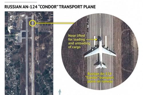 Sur cette image satellite fournie par une firme américaine, un avion de transport russe Antonov An-124 est vu sur le tarmac de l'aéroport militaire de Lattaquié, en Syrie, le 15 septembre. Le renseignement américain affirme aujourd'hui que la Russie a déployé 28 avions de combat au pays d'Assad.