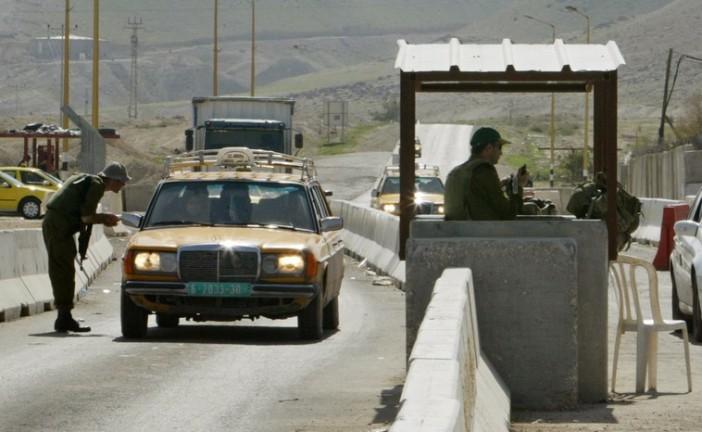 Une palestinienne tente de poignarder un soldat à Hébron.