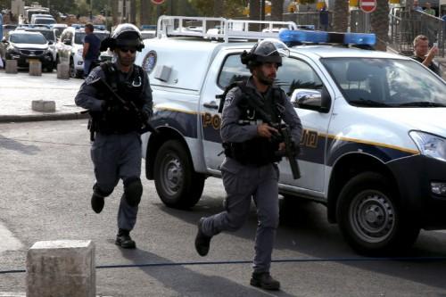 Archives. Un assaillant palestinien a été abattu par la police lundi matin après avoir tenté de poignarder un policier. AFP/GALI TIBBON