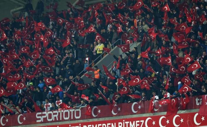 Turquie – La minute de silence sifflée