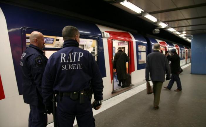 Attentats de Paris : Selon nos informations, un deuxième agent de sécurité s'est vu retirer son port d'armes cette semaine. La RATP l'a relevé de ses fonctions. En cause : un possible lien de cet homme avec l'islam radical.