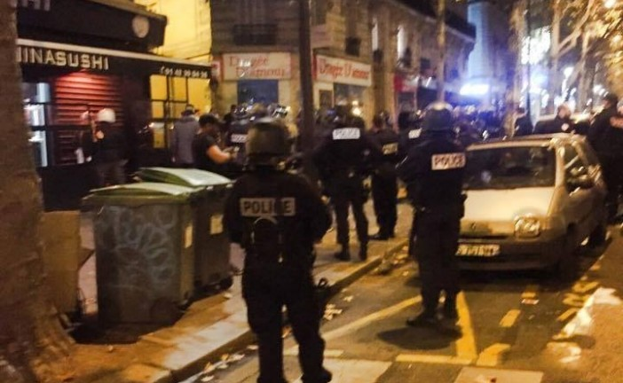 Photo : Lundi 2 Novembre 2015 20 h30  à Paris – Boulevard Voltaire à ceux qui ont voulu cacher la verité