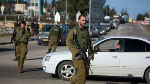 crédits/photos : MENAHEM KAHANA (AFP/ARCHIVES) Des soldats israéliens patrouillent près du carrefour de Goush Etzion en Cisjordanie, le 5 janvier 2016