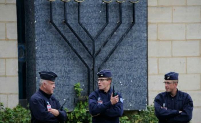 Des policiers musulmans refusent de protéger les synagogues françaises.