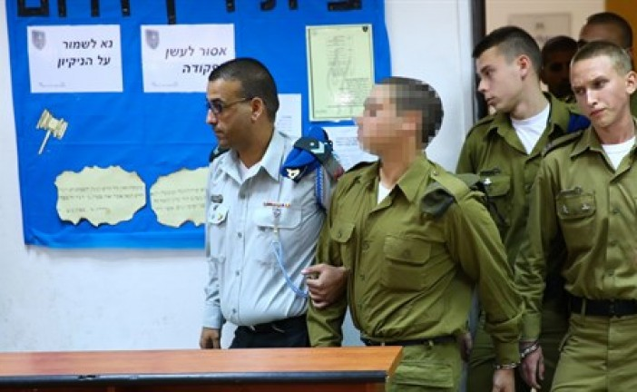 L'accusation s'acharne pour maintenir le soldat en prison