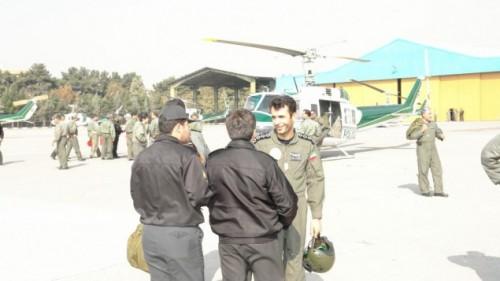major Ahmad-Reza Khosravi à droite sur la photo