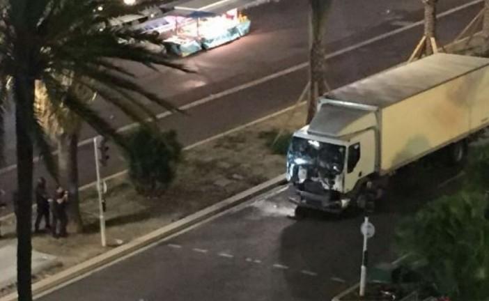 Plus  de 30  morts dans un attentat à Nice pendant le feu d'artifice du 14 juillet