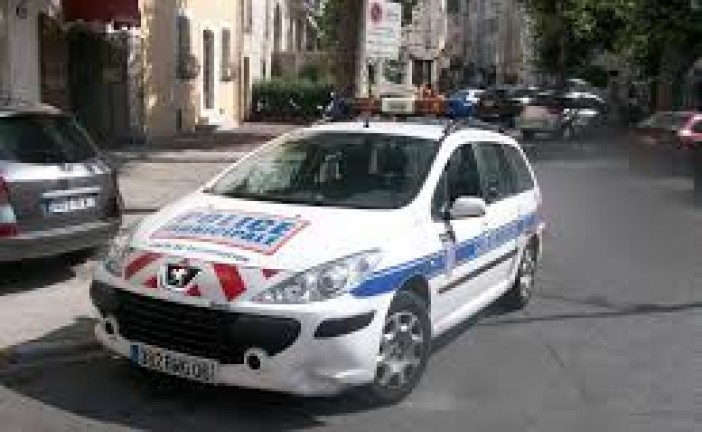 A Marseille, Quartier de la Croix Rouge, un Vehicule fonce sur deux abris bus, 1 mort , 1 Blessé
