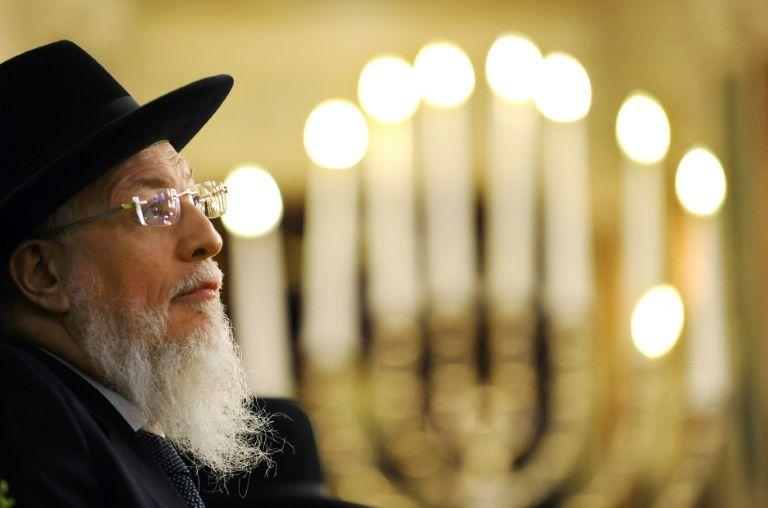 Joseph Sitruk lors d'une cérémonie à la Grande Synagogue le 15 avril 2016 à Paris
