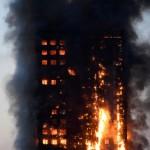 Londres un incendie spectaculaire ravage une tour d'habitation au coeur de la ville