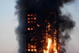 Londres : un incendie spectaculaire ravage une tour d'habitation au coeur de la ville ???
