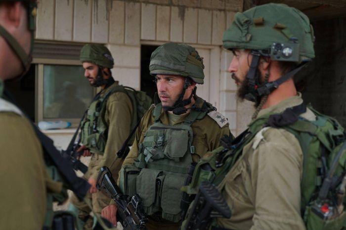 Des soldats israéliens patrouillent dans l'implantation de Halamish en Cisjordanie au lendemain d'une attaque palestinienne ayant fait 3 morts, 22.07.2017  Armée israélienne