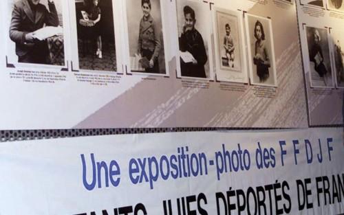 Une exposition avait été consacrée aux enfants juifs déportés au musée de la Résistance et de la Déportation de Lyon,derrière lequel se trouve la stèle profanée