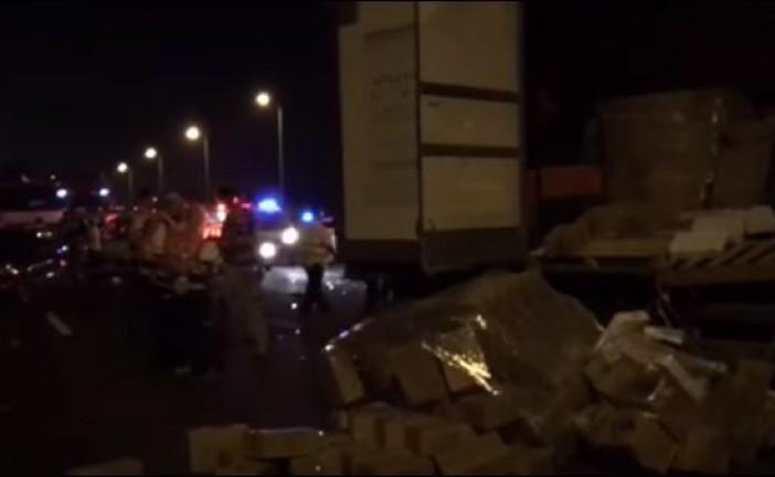 Choc à Yavné   Des jeunes israéliens se disputent au bord de la route, un camion passe et tue trois d'entre eux
