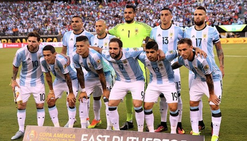 EAST RUTHERFORD, NJ - JUNE 26: Argentina poses before the game against Chile during the Copa America Centenario Championship match at MetLife Stadium on June 26, 2016 in East Rutherford, New Jersey. Elsa/Getty Images/AFP