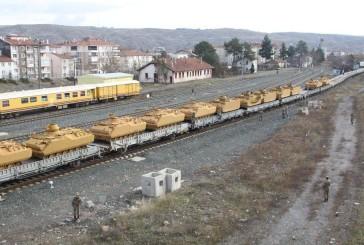 Les Turcs continuent à transporter d'importantes quantités d'engins de guerre vers la frontière syrienne