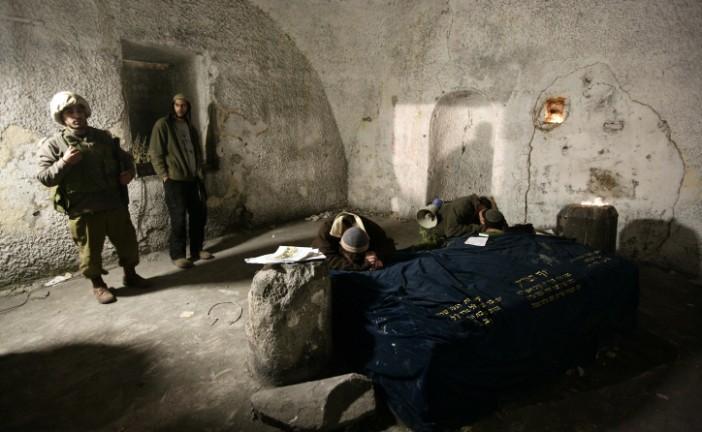 Un soldat blessé par des jets de pierres et des cocktails Molotov près du tombeau de Joseph.