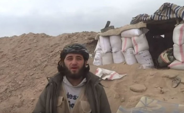 Vidéo – Un commandant djihadiste tué en pleine interview par une frappe aérienne
