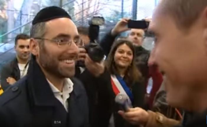 Cérémonie d'hommage à un homme qui avait porté secours au prof juif agressé à Marseille