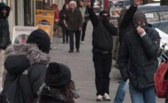 Des néo-nazis et des pro-palestiniens manifestent ensemble contre la projection d'un film israélien à Berlin.