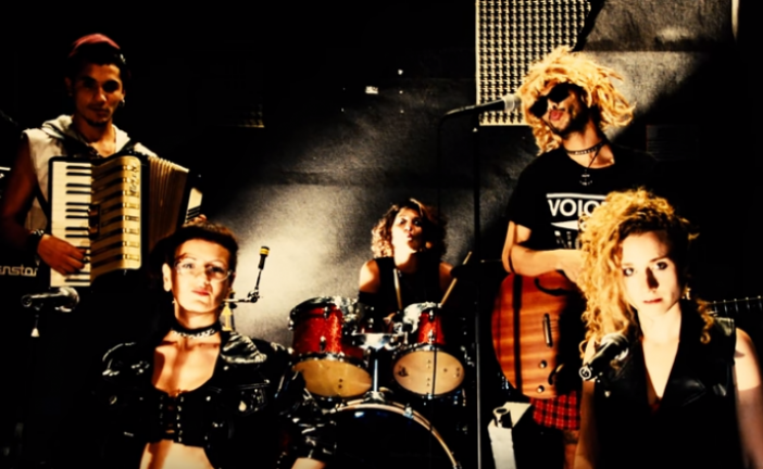 «Payé en Shekels comme Hollande», la chanson d'un groupe de rock français s'en prend à Israël et à la communauté juive.