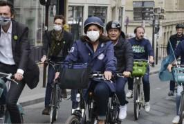 INFO CAPITAL. Un avocat parisien va déposer un référé contre la mairie de Paris. Il dénonce le danger des pistes cyclables pour la santé.